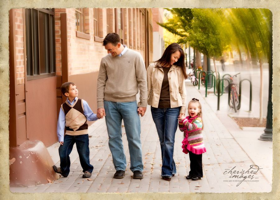 Family-Location-Downtown-Urban-Modern-Photography-Photo-Laughing-kids